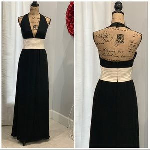 Kay Unger NY floor length halter gown size 8